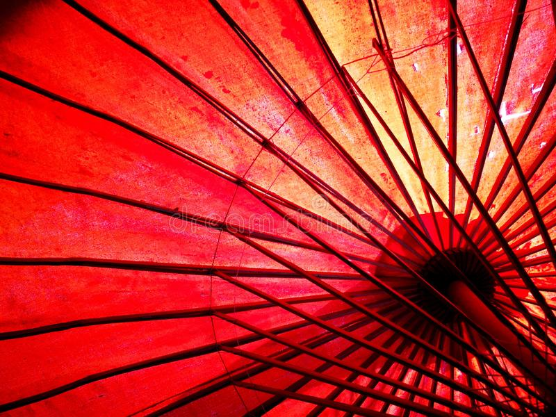 Japonés, paraguas rojo chino, asiático Visión de debajo foto de archivo