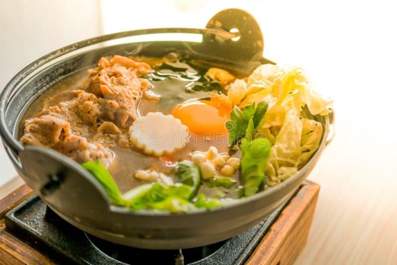Japonês Sukiyaki, alimento saudável para o amante da saúde fotos de stock