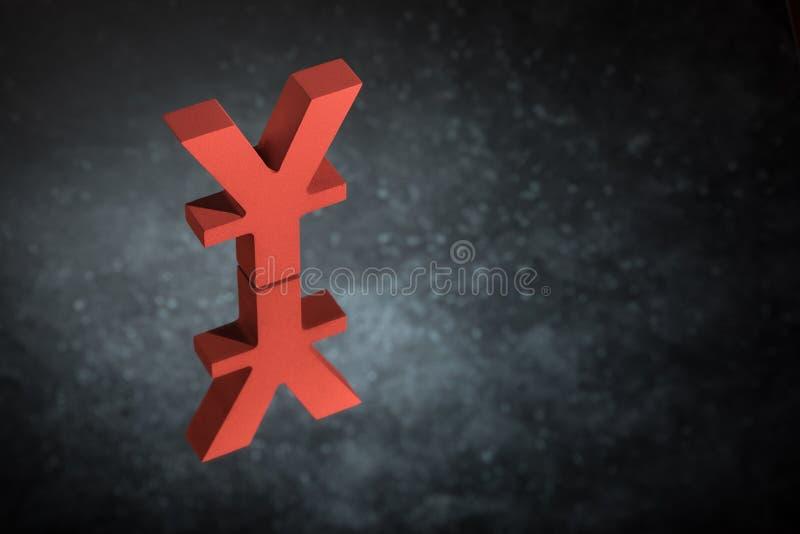 Japonês vermelho do símbolo ou do sinal chinês de moeda com reflexão de espelho em Dusty Background escuro imagens de stock