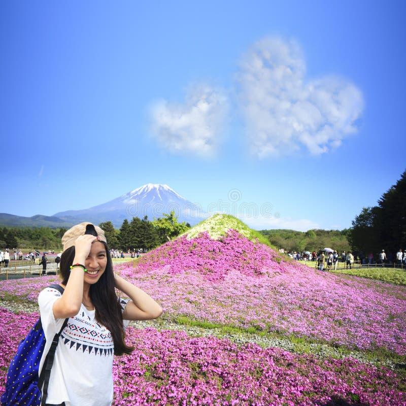 Japonia Shibazakura festiwal z polem różowy mech Sakura obraz stock