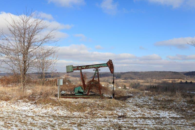 Jaque da bomba do campo petrolífero fotos de stock