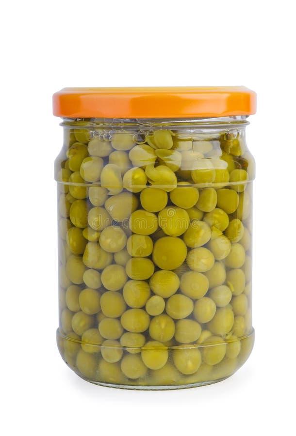 Jar di vetro con piselli verdi conservati fotografie stock libere da diritti