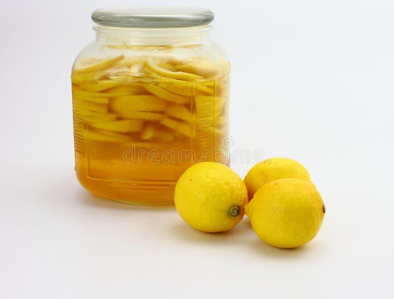 Jarabe del limón y limón fresco imágenes de archivo libres de regalías