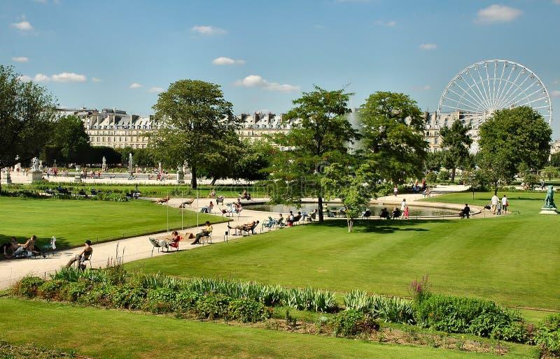 Download Jardín imagen de archivo. Imagen de jardín, rueda, edificio - 181455