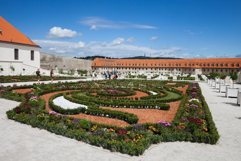 jard n barroco del castillo de bratislava imagen editorial