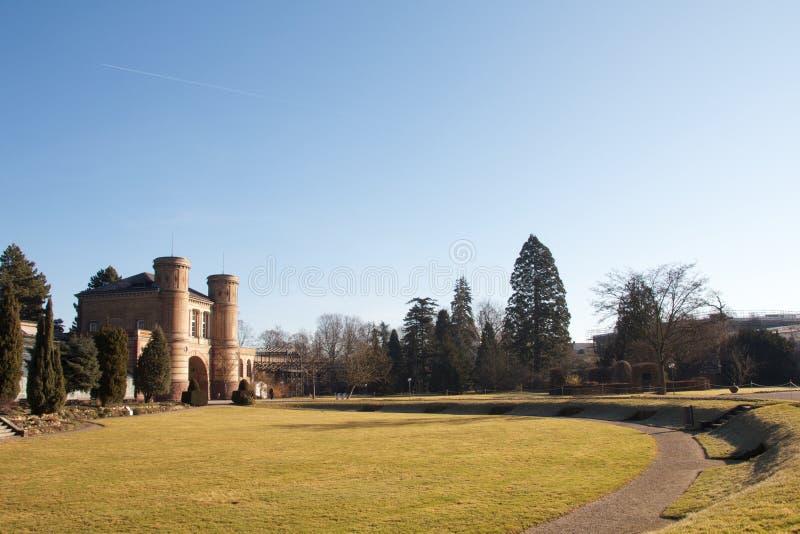 Jardín botánico y castillo fotos de archivo libres de regalías