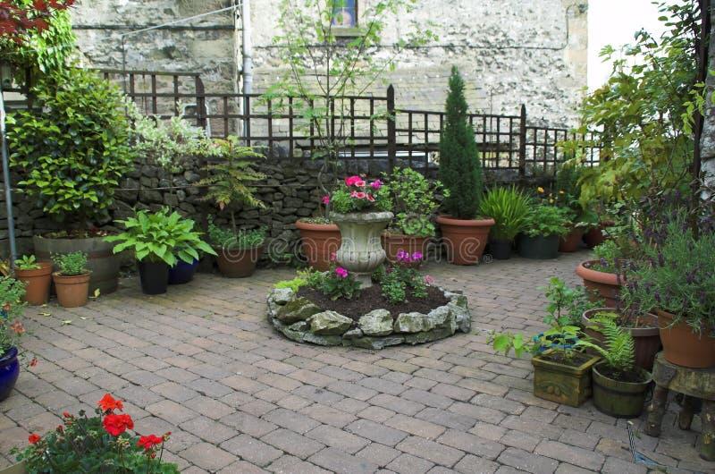 Jardín Cobbled imagenes de archivo