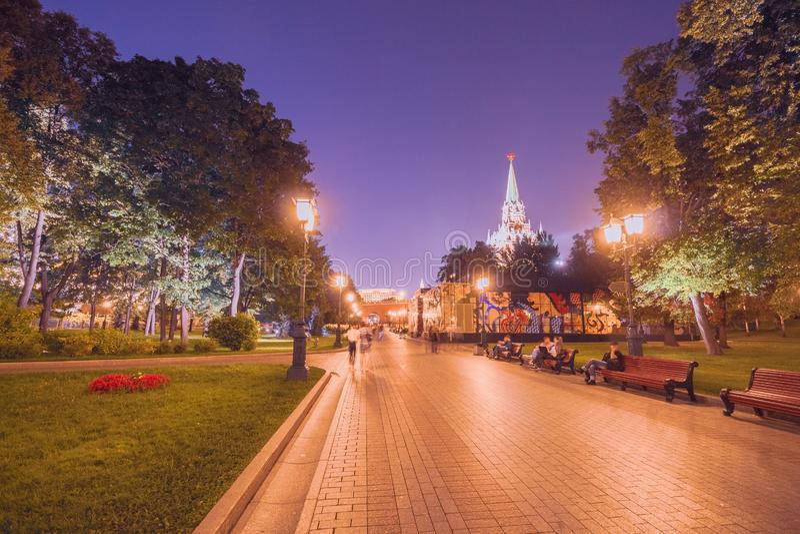 Jardín de Alexandrovsky en la noche en Moscú imágenes de archivo libres de regalías