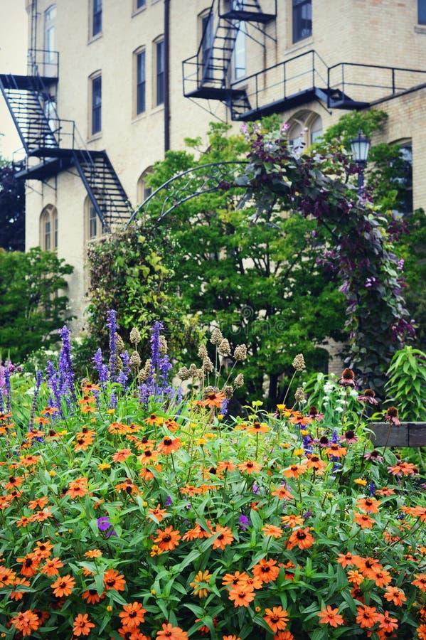 Jardín de flores del centro de Kemper fotos de archivo