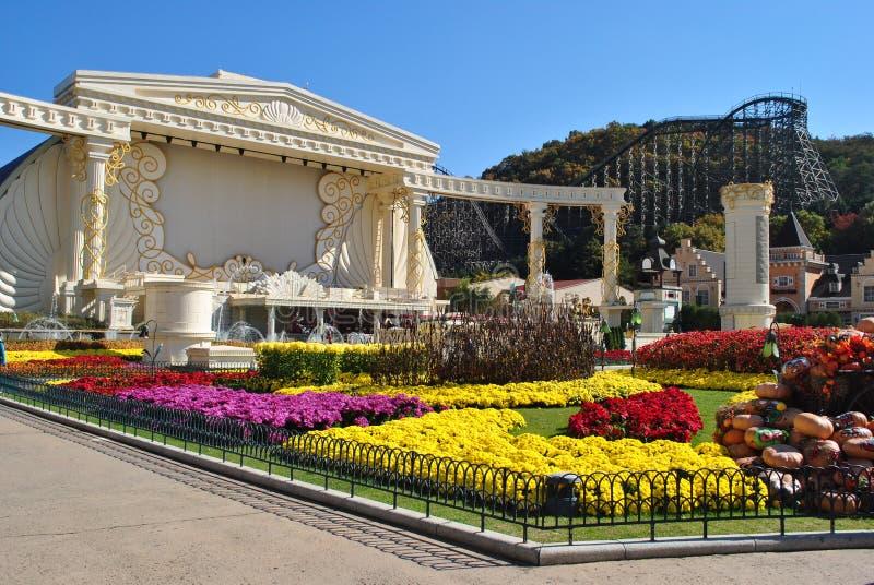 Jardín de flores en el centro turístico del parque de atracciones de Everland, Corea del Sur imágenes de archivo libres de regalías