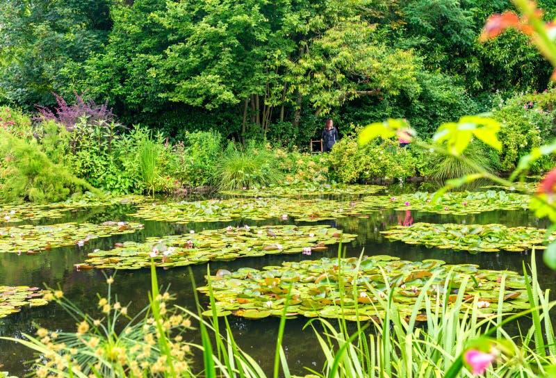 Jardín de Francia Giverny Monet en un día de primavera foto de archivo