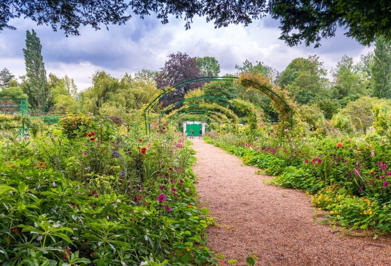 Jardín de Francia Giverny Monet en un día de primavera imagen de archivo libre de regalías