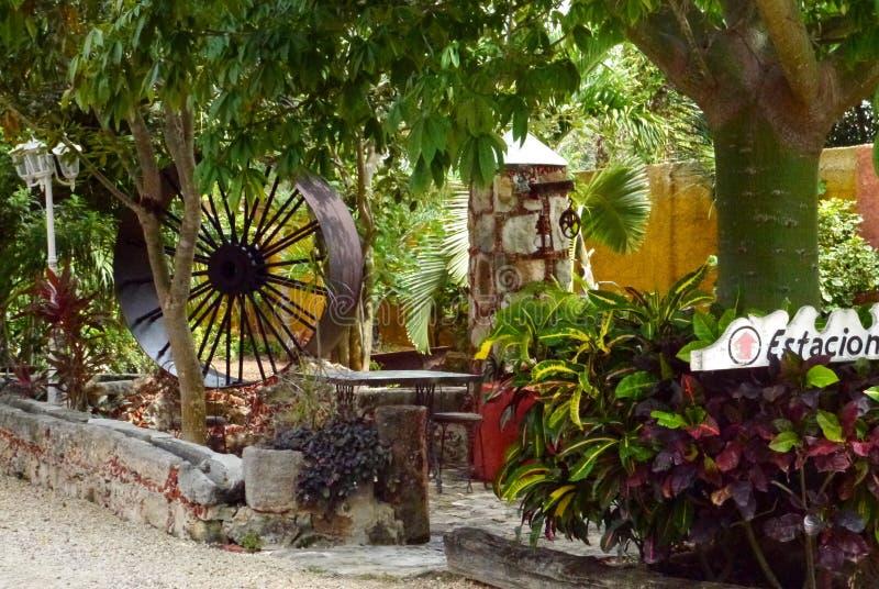 Jardín de la arquitectura del restaurante de México de la hacienda imagenes de archivo