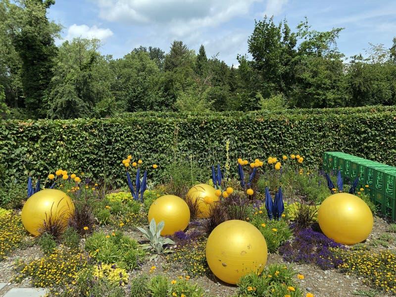 Jardín de la educación o isla intercultural Mainau de la flor de Interkultureller Schulgarten en el lago de Constanza o el dado B imágenes de archivo libres de regalías