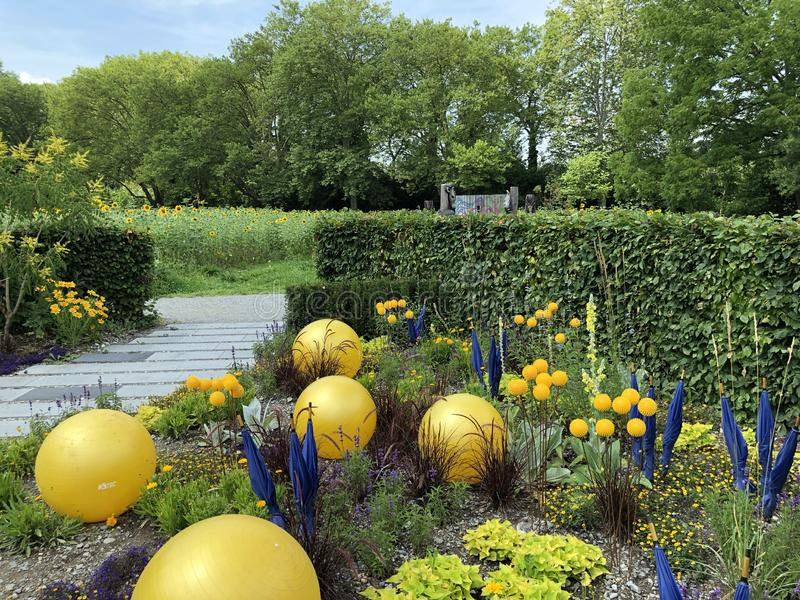 Jardín de la educación o isla intercultural Mainau de la flor de Interkultureller Schulgarten en el lago de Constanza o el dado B foto de archivo libre de regalías