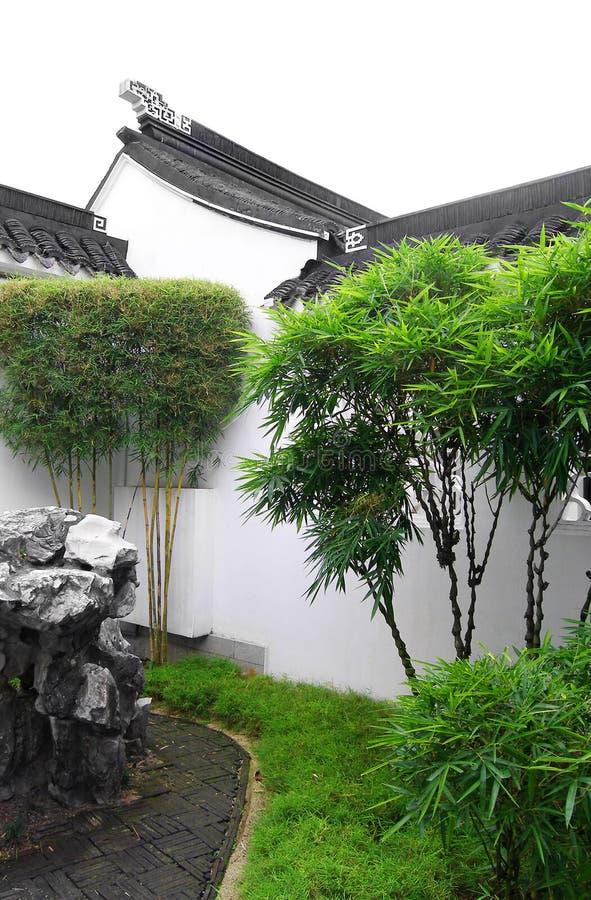 Jardín de la yarda de la corte del estilo chino imagen de archivo libre de regalías