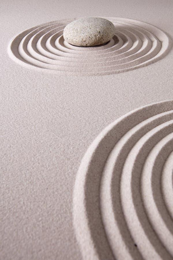 Jardín de piedra de la relajación y de la meditación del zen imagen de archivo
