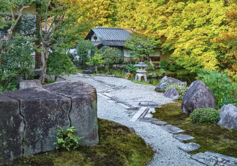 Jardín de piedra del templo de Nanzen-ji en Kyoto fotografía de archivo