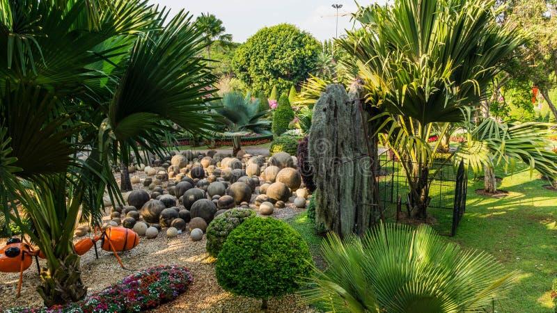 Jardín de piedras del jardín tropical Tailandia de Nong Nooch del parque fotos de archivo libres de regalías