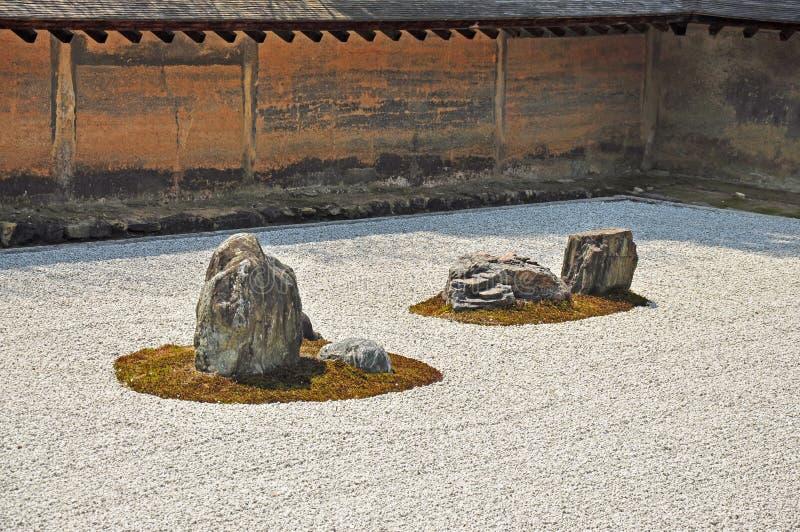 Jardín de piedras del zen en el templo de Ryoanji foto de archivo