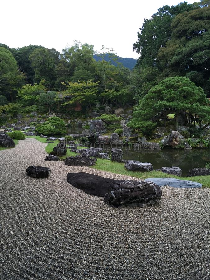 Jardín de piedras japonés del zen en el templo de Daigo-ji, Kyoto fotos de archivo