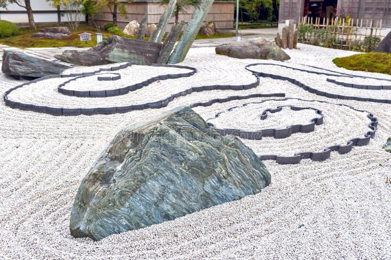 Jardín de piedras o jardín japonés del zen en el templo de Enkoji en Kyoto, Japón imagenes de archivo
