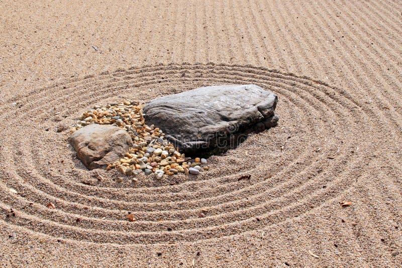 Jardín de roca seco japonés de Karesansui (mar de la arena) fotografía de archivo