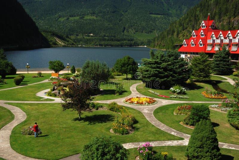 Jardín de un hotel imagen de archivo