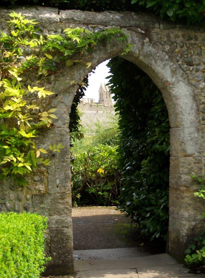 Jardín del castillo imagenes de archivo