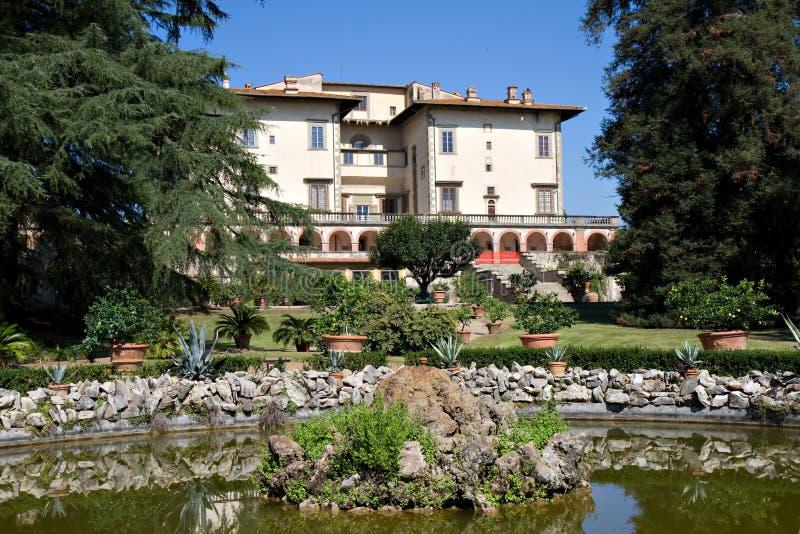 Jardín del chalet Medici Poggio un Caiano imagenes de archivo