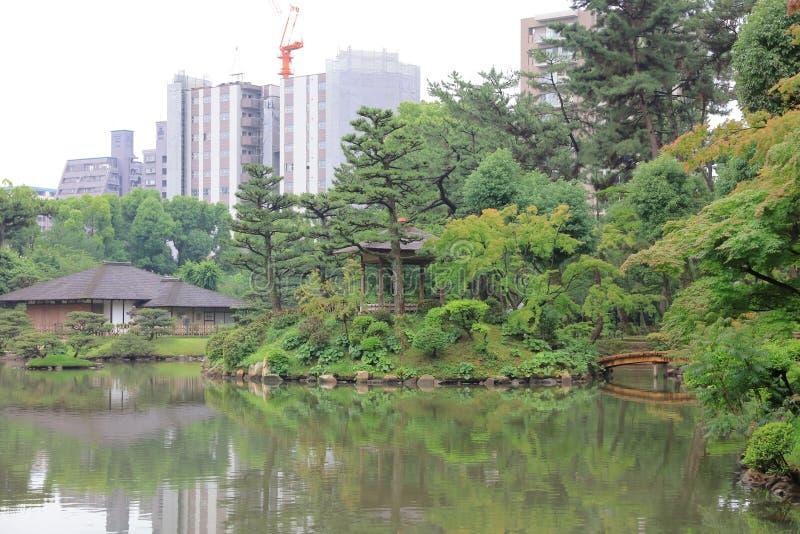 Jardín del estilo japonés en Hiroshima, Japón imagenes de archivo