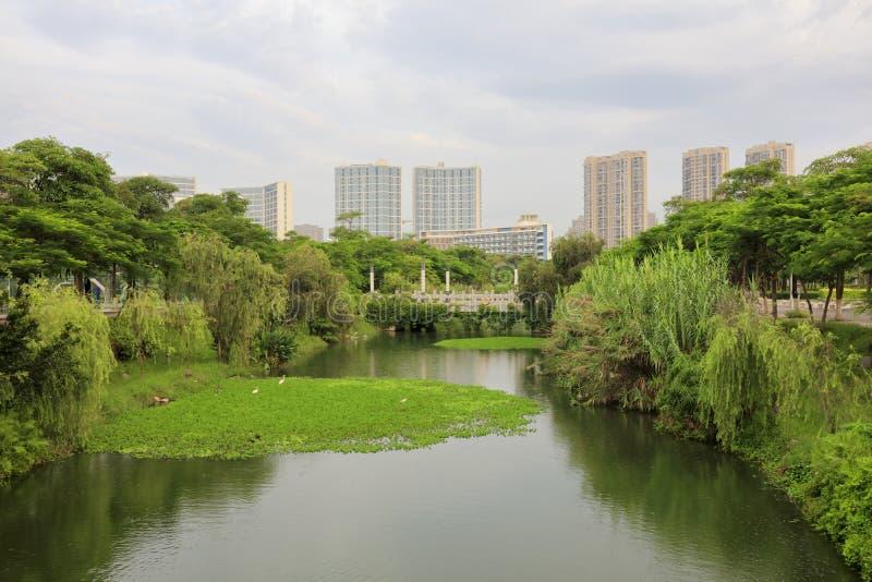 Jardín del lago en el campus de Xiamen de la universidad de Huaqiao, adobe rgb fotos de archivo libres de regalías