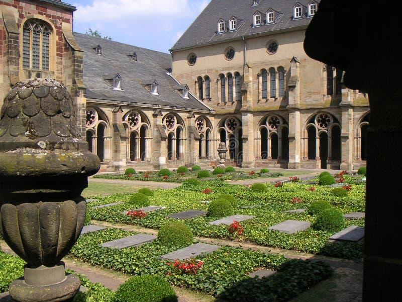 Jardín del monasterio imagen de archivo libre de regalías