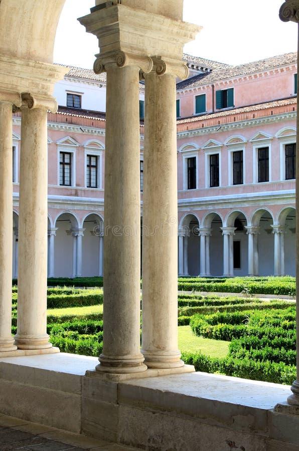 Jardín del monasterio de San Jorge en Venecia, Italia imagen de archivo libre de regalías