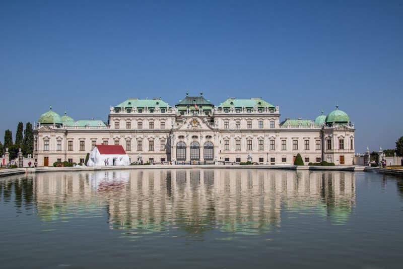 Jardín del palacio del belvedere en Viena, Austria imagen de archivo