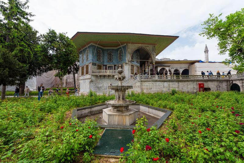 Jardín del palacio de Topkapi, Estambul, Turquía foto de archivo