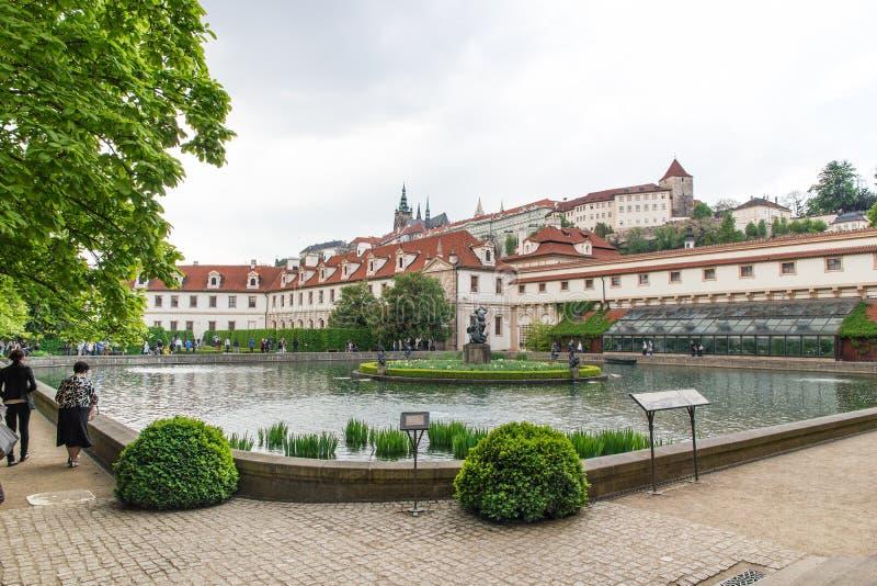Jardín del senado del parlamento en Praga fotografía de archivo libre de regalías