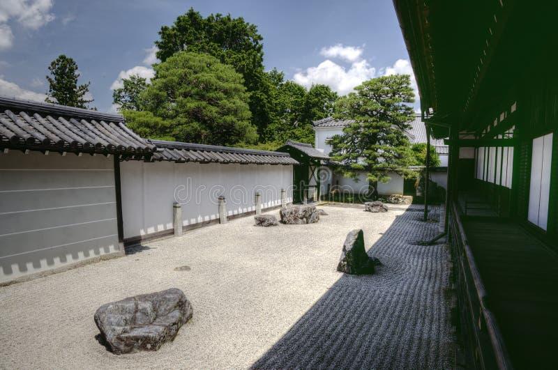 Jardín del zen en el templo de Nanzen-ji en Kyoto, Japón fotografía de archivo libre de regalías