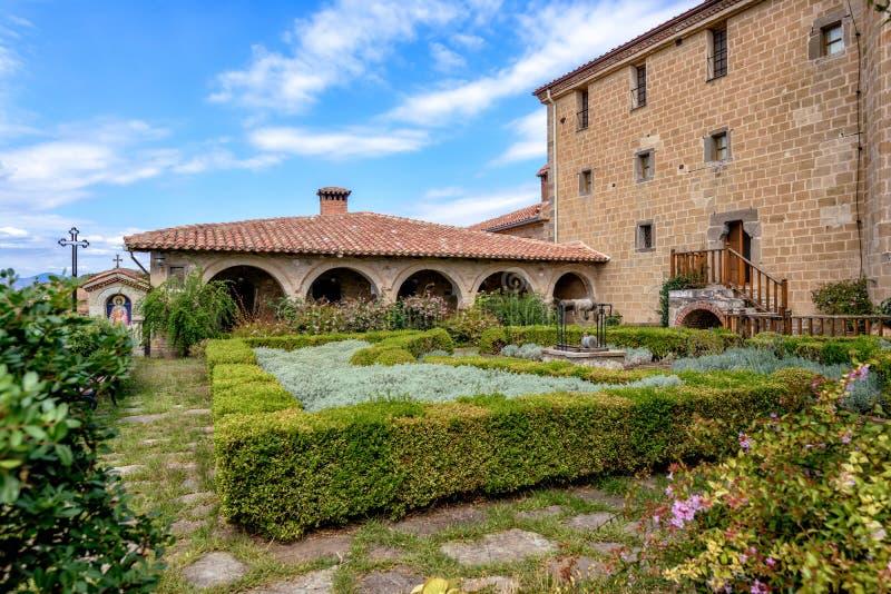 Jardín en el monasterio de Meteora en Grecia fotos de archivo libres de regalías