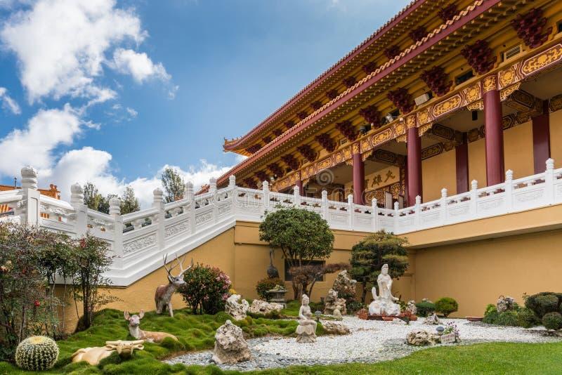 Jardín en su Lai Buddhist Temple, California de Avalokitesvara foto de archivo
