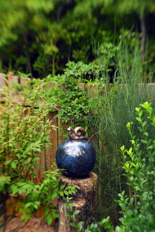 Download Jardín feliz 4 imagen de archivo. Imagen de arte, flor - 1277313