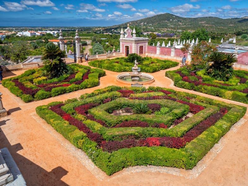 Jardín formal en el palacio de Estoi, Estoi, Algarve, Portugal fotografía de archivo libre de regalías