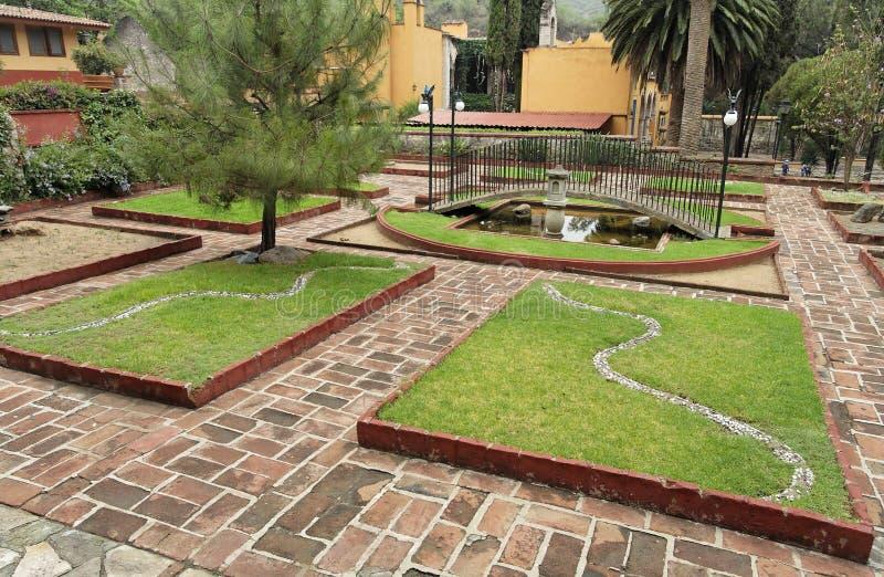 Jardín geométrico de la hacienda fotos de archivo