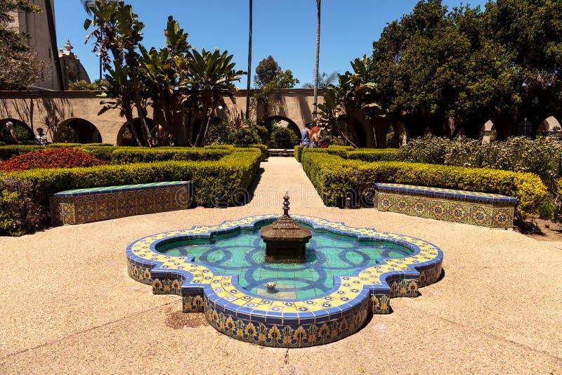 Jardín hermoso del Alcazar en el parque del balboa en San Diego fotos de archivo libres de regalías
