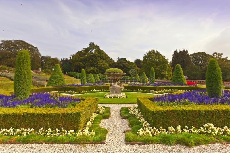 Jardín inglés formal fotos de archivo libres de regalías