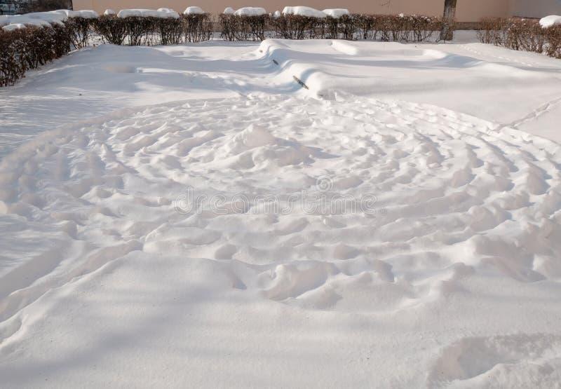 Jardín japonés del zen debajo de la nieve fotos de archivo libres de regalías