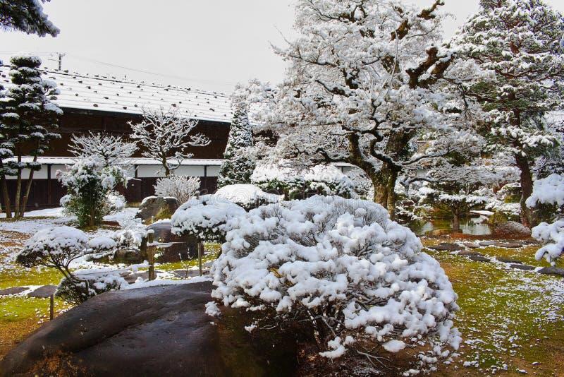 Jardín japonés en invierno imagen de archivo