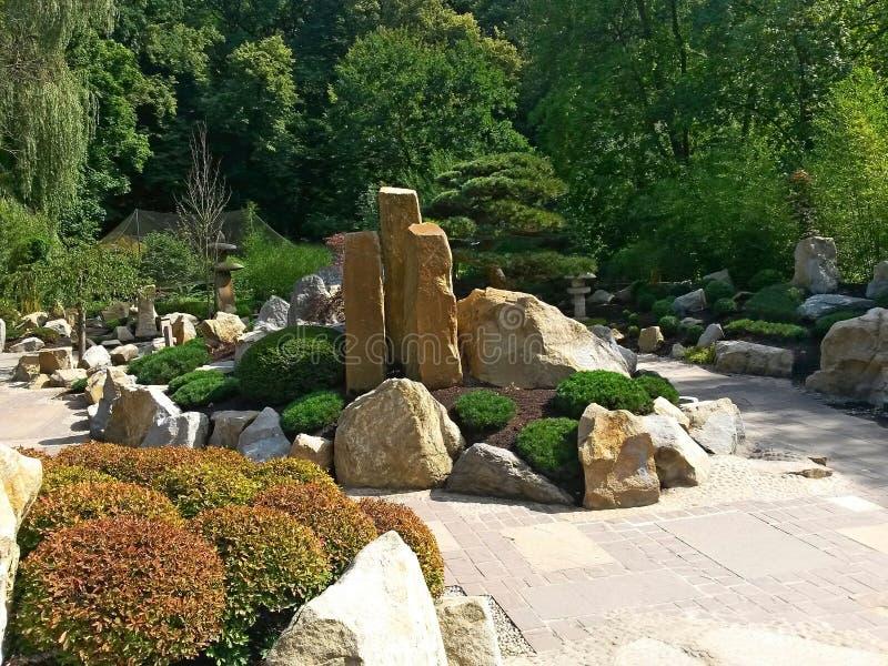Jardín japonés MU-Shin en el PARQUE ZOOLÓGICO Lesna, Zlin, República Checa imagenes de archivo
