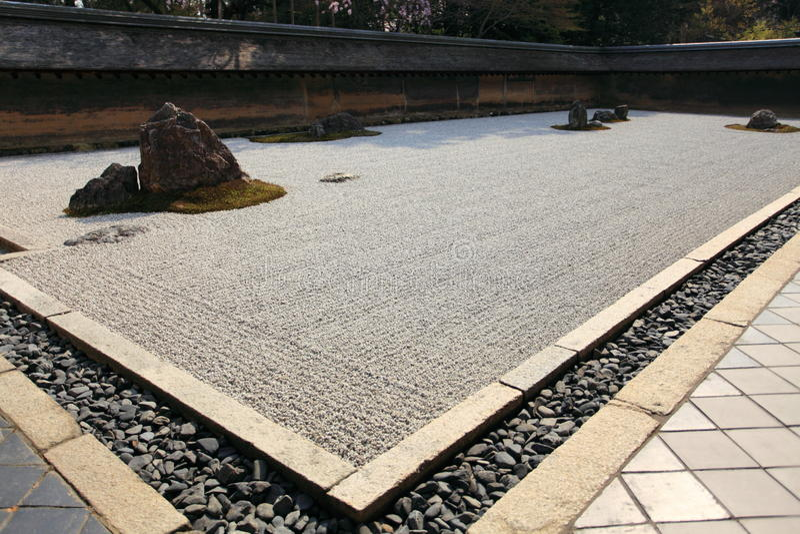 Jardín japonés, templo de Ryoan-ji imagenes de archivo