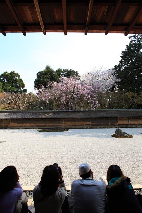 Jardín japonés, templo de Ryoan-ji foto de archivo